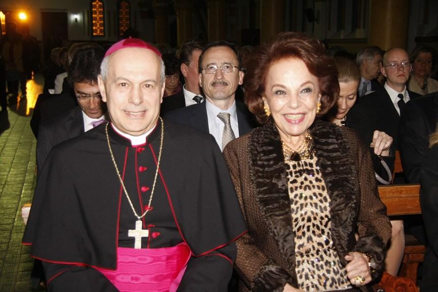 نايلة معوض والسفير البابوي غبريال كاتشيا