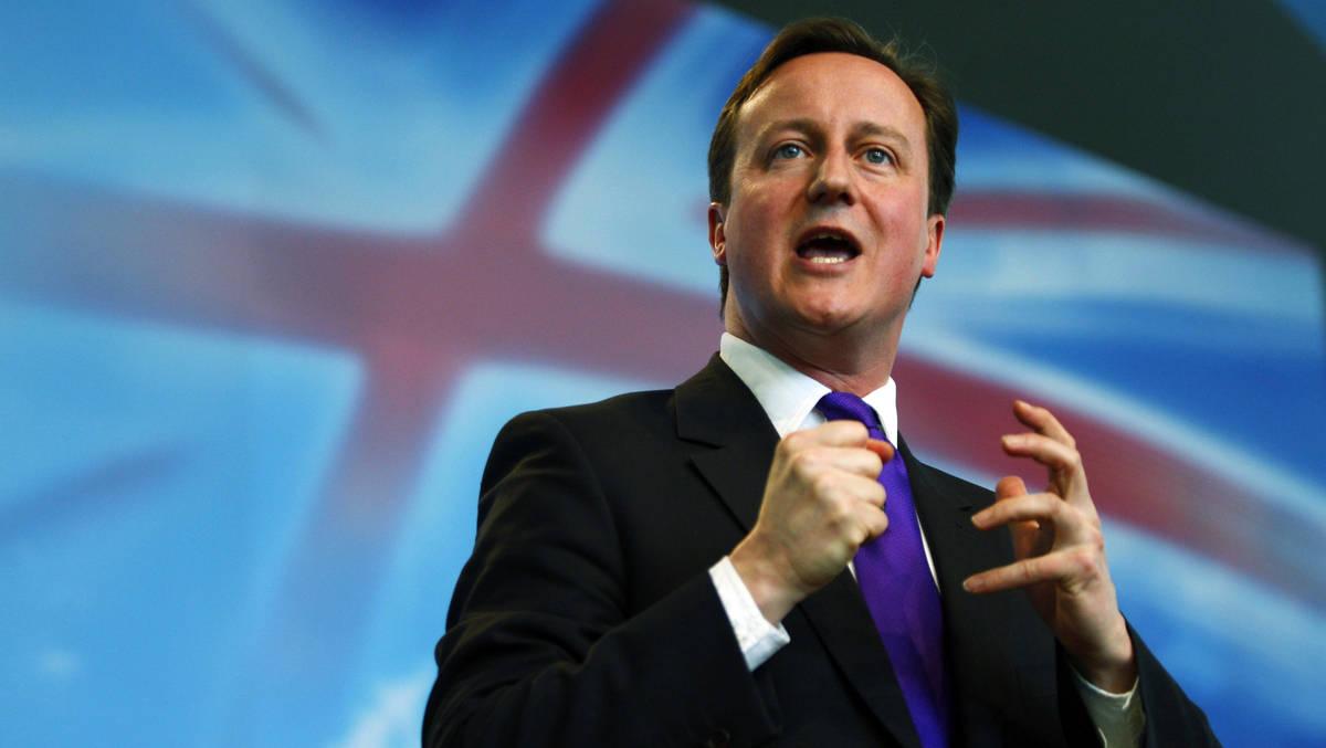 رئيس الحكومة البريطانية ديفيد كاميرون: درس كيفية التدخل في ليبيا