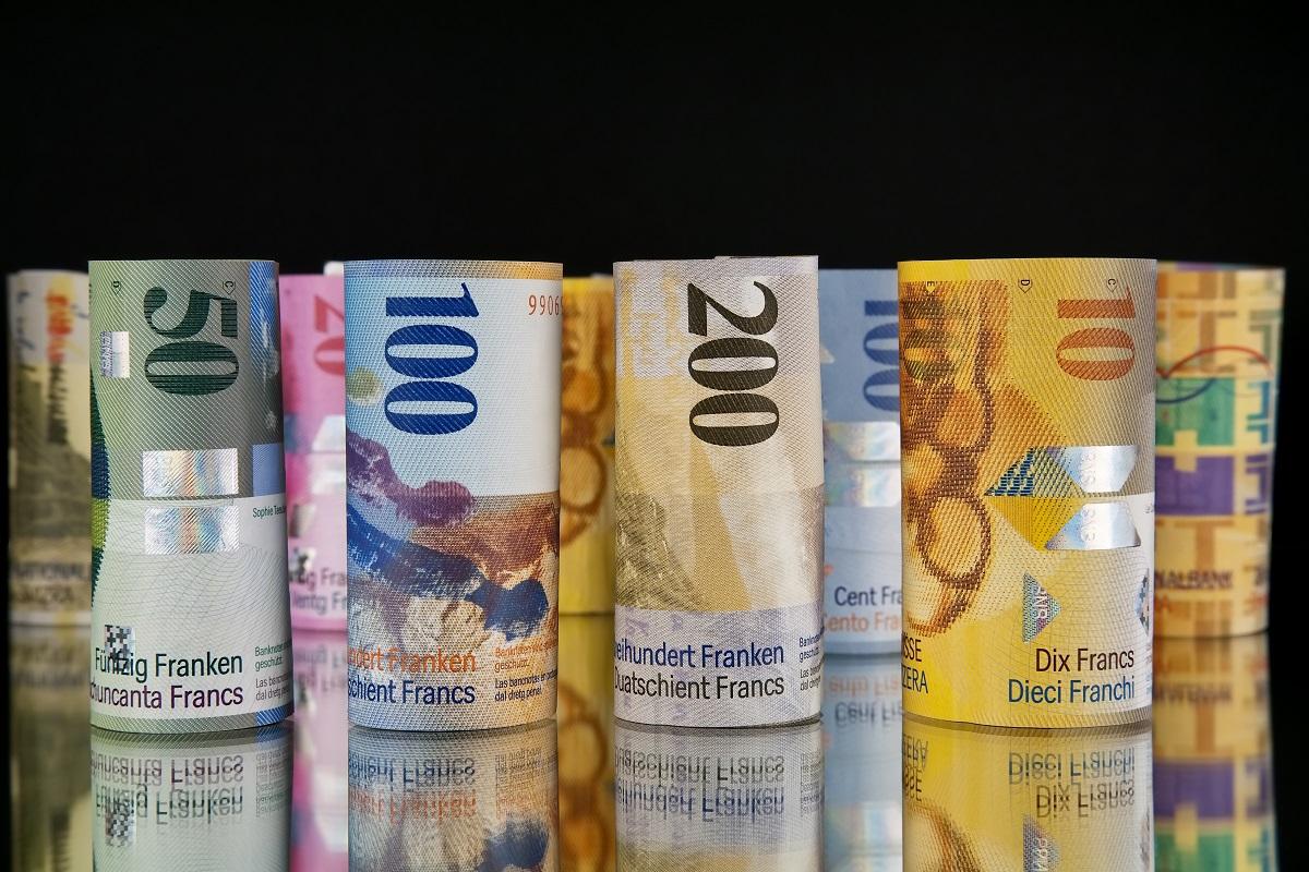 الإقتصاد السويسري يتلقّى ضربتين موجعتين