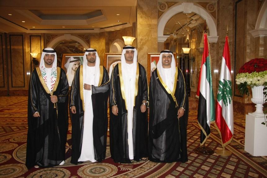 السفير حمد سعيد الشامسي وأعضاء السفارة