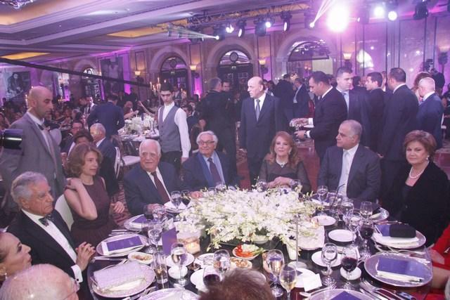 الجامعة اللبنانية الأميركية تكرّم عدنان القصار