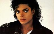 ممثل أبيض يقوم بتمثيل شخصية مايكل جاكسون