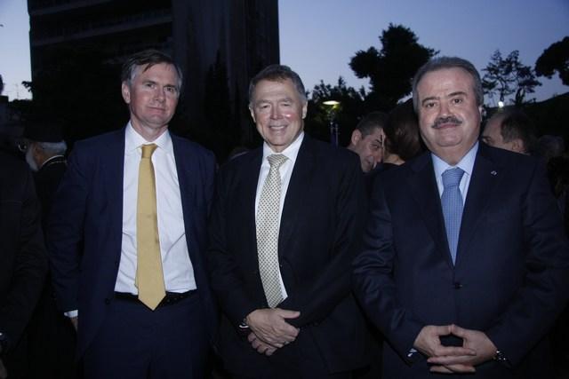 النائب ياسين جابر، القائم بالأعمال الأميركي السفير ريتشارد جونز، السفير الفرنسي إيمانويل بون