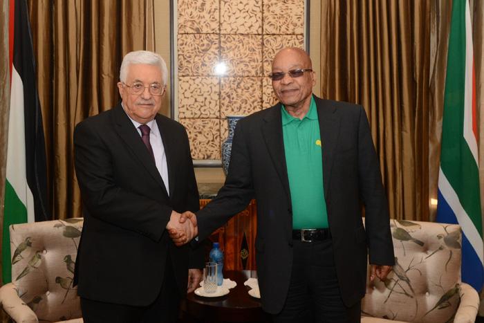 الرئيس محمد عباس مع الرئيس جاكوب زوما: زياراته إلى أفريقيا تُزعج إسرائيل