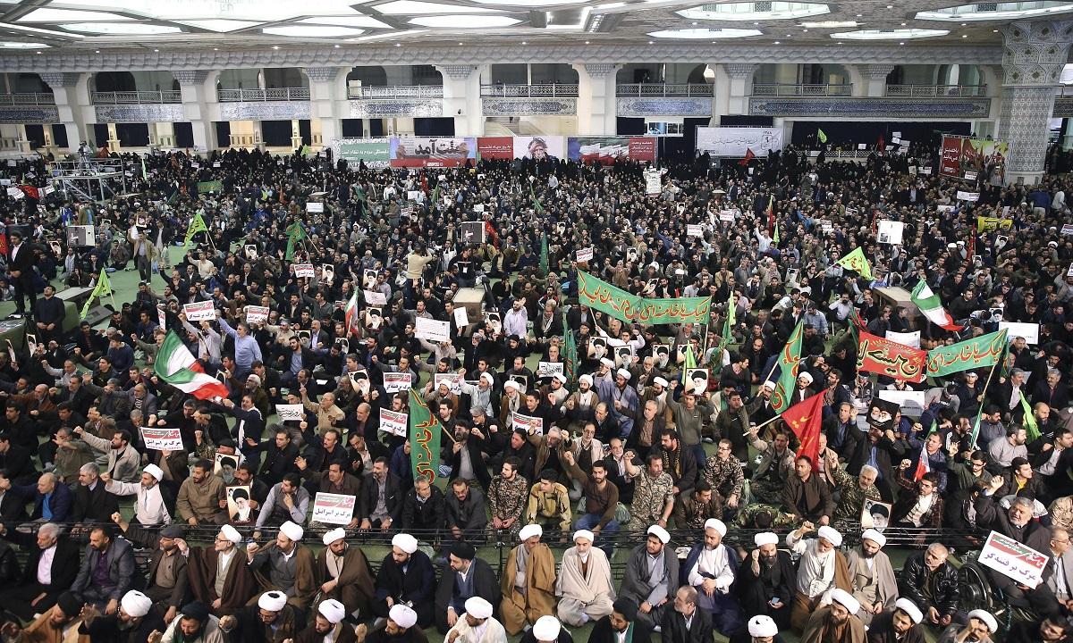 مع العقوبات الأميركية التي تلوح في الأفق، إيران تواجه أزمة إقتصادية تُهدّد بالإنفجار