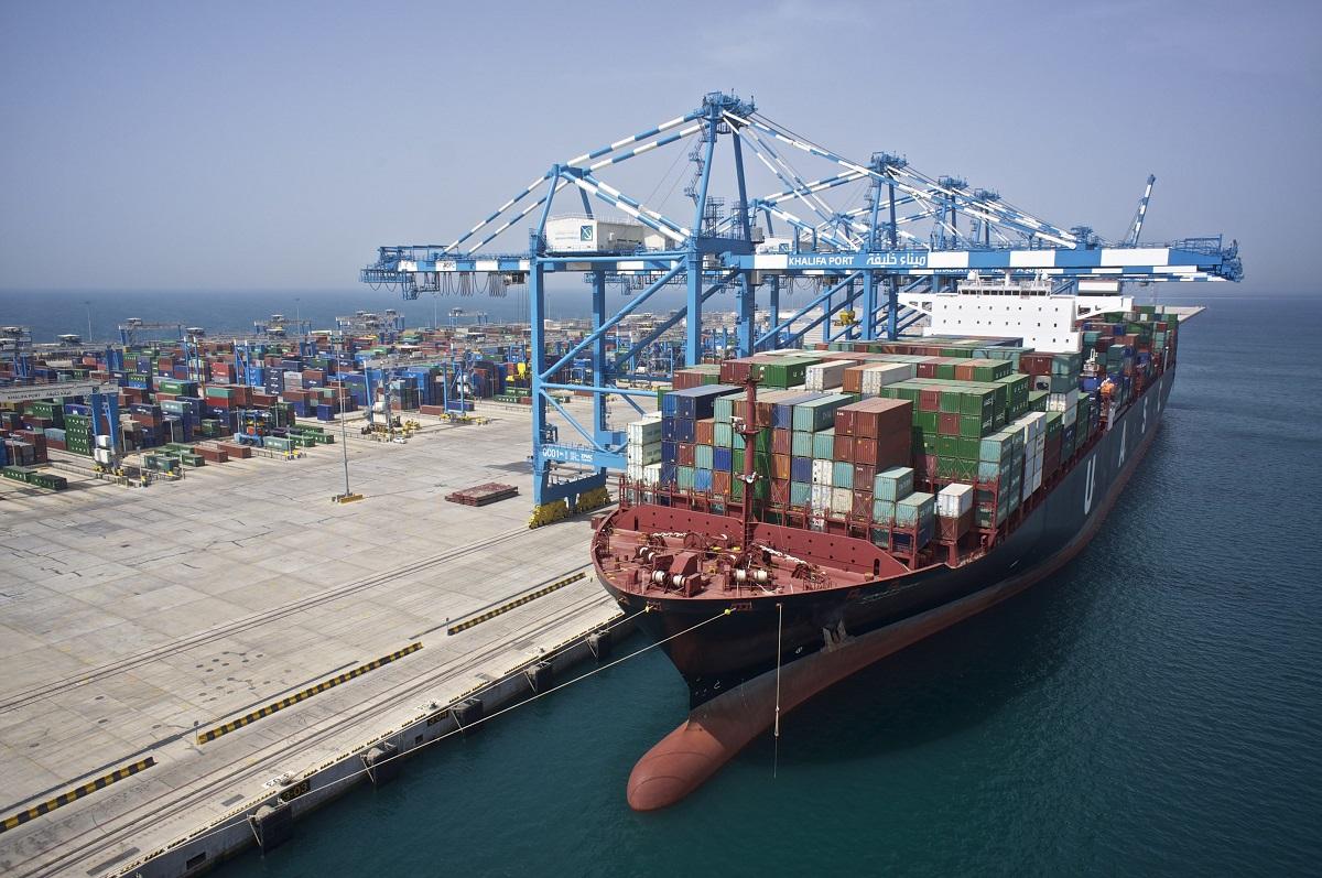 ميناء خليفة في أبو ظبي يتحوّل إلى أوّل ميناء شبه آلي في المنطقة