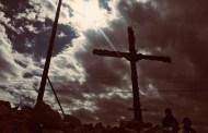 أَنْزلنا الصليبَ وأَبقَينا لبنانَ مصلوبًا