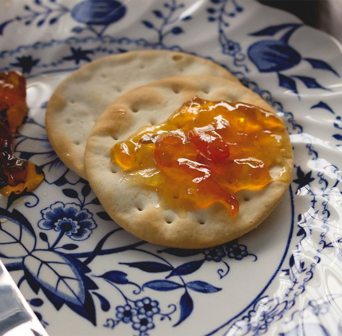 astigvegan-kalamansi-marmalade-on-crackers