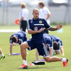 Alan Hutton Joins Bolton on Loan