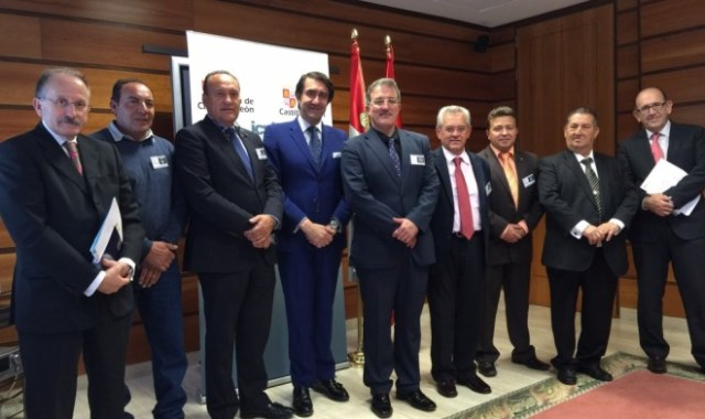 Alcaldes se reunen en Valladolid con Luis Alberto Solis Villa y con Juan Carlos Suárez Quiñones