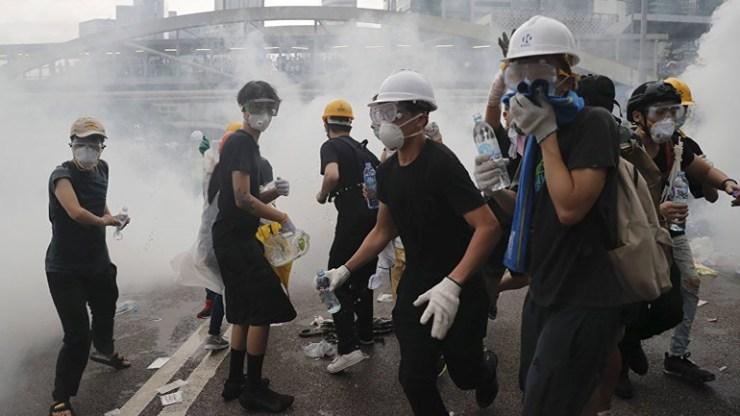 Οι διαδηλωτές βγαίνουν ξανά στους δρόμους του Χονγκ Κονγκ