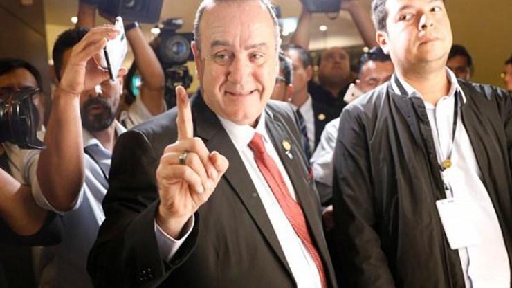 Γουατεμάλα: Ο πρόεδρος Γιαματέι θα διακόψει τις διπλωματικές σχέσεις με τη Βενεζουέλα