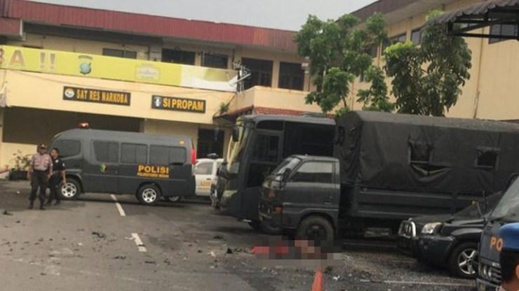 Ινδονησία: Ισχυρή έκρηξη έξω από το αρχηγείο της αστυνομίας στην πόλη Μεντάν