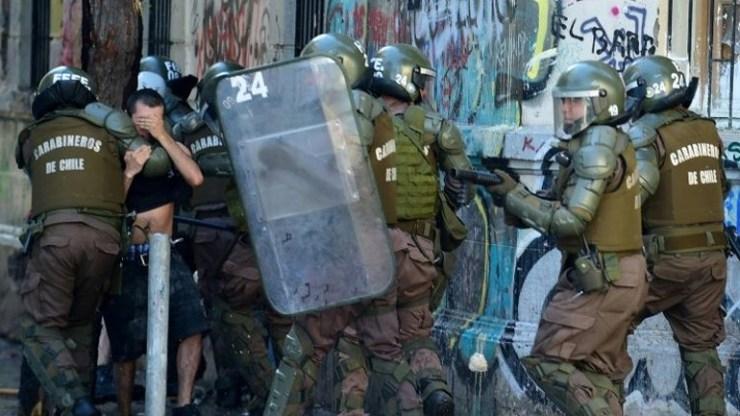 Χιλή: Η αστυνομία αναστέλλει τη χρήση σφαιρών με επικάλυψη καουτσούκ στις διαδηλώσεις