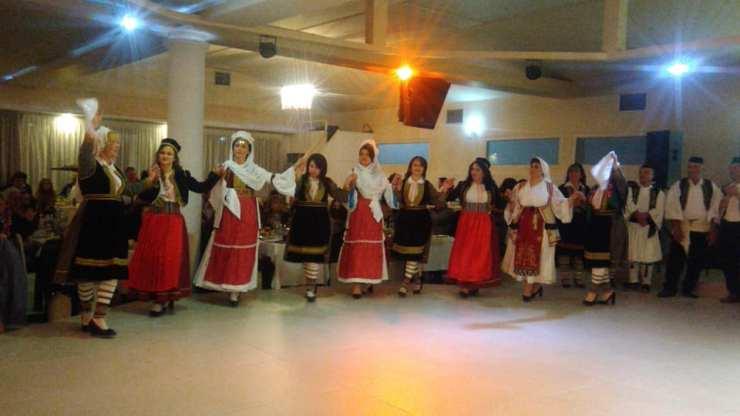 Πλήθος κόσμου στο χορό των Βορειοηπειρωτών στη Λάρισα (φωτό - video)