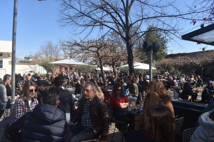 """Μεγάλο σαρακοστιανό γλέντι στήθηκε στο """"Φρούριο"""" στη Λάρισα - Παραδοσιακές γεύσεις και χάλκινα (φωτο - βίντεο)"""