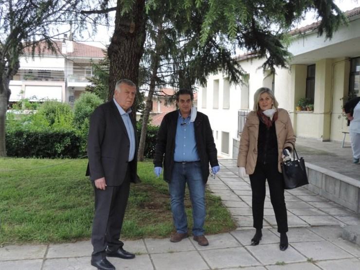 Υγειονομικό υλικό στο Κέντρο Υγείας Φαρσάλων δώρισε η Περιφερειακή Ένωση Δήμων Θεσσαλίας