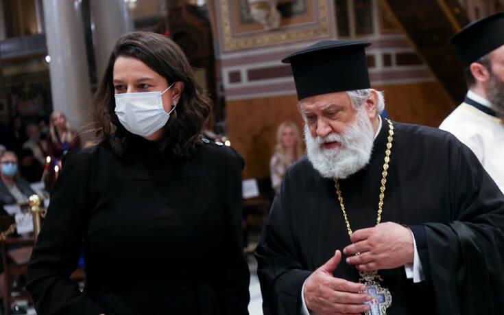 Θανάσης Βισκαδουράκης και Νίκη Κεραμέως έψαλαν το Χριστός Ανέστη στη Μητρόπολη Αθηνών