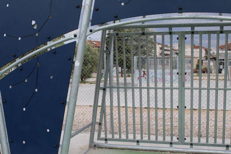 Λαρισαίος …προσγειώθηκε σε επικίνδυνη σιδερένια κολόνα σε δημόσιο γήπεδο μπάσκετ και τραυματίστηκε σε θώρακα και κεφάλι (φωτο)