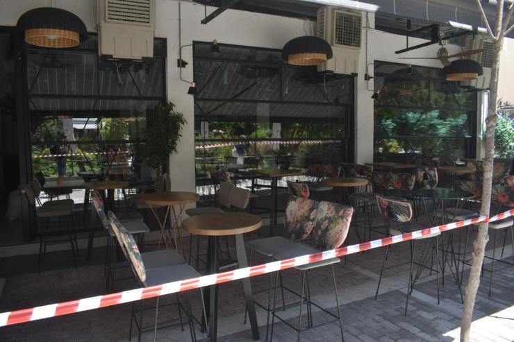 Δείτε φωτογραφίες: Οργασμός ετοιμασιών στα καφέ της Λάρισας - Με τους μισούς υπαλλήλους θα ανοίξουν τη Δευτέρα!