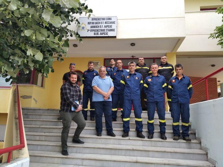 Κλιμάκιο της Τ.Ε. Λάρισας του ΚΚΕ επισκέφτηκε και περιόδευσεστους πυροσβεστικούςσταθμούς