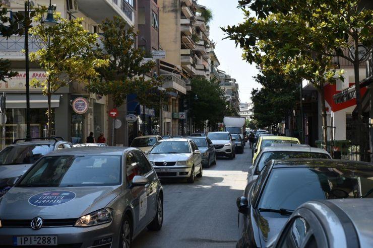 Δείτε φωτογραφίες: Κυκλοφοριακό κομφούζιο στο κέντρο της Λάρισας - Εκνευρισμός από τους οδηγούς