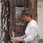 Bytter bøker på trær