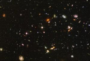 Imagen del espacio profundo desde el Hubble. Todo lo que aparece en esta imagen son galaxias, en una zona minúscula del firmamento.