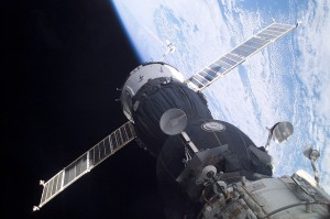 Soyuz_TMA-1_at_the_ISS