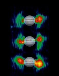 La sonda Cassini también hizo mediciones de los cinturones de radiación de Júpiter, aquí puedes ver como variaban en cada imagen. Crédito: NASA Jet Propulsion Laboratory (NASA-JPL)