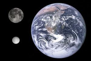 Comparación del tamaño de la Tierra, la Luna y Rea.