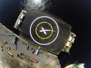 Imagen de la plataforma que SpaceX utiliza en el océano para sus pruebas de aterrizaje. Crédito: SpaceX