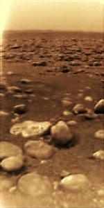 Una de las imágenes de la superficie de Titán tomadas por la sonda Huygens tras su aterrizaje.