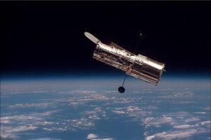 Imagen del telescopio Hubble poco después de separarse del transbordador Discovery, en 1990. Crédito: NASA