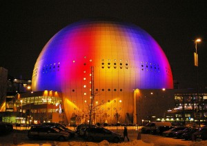 El Ericsson Globe, en Estocolmo (Suecia), es la representación del Sol en el Sistema Solar más grande permanente que tenemos en la Tierra: El Sistema Solar a escala de Suecia. Crédito: Fredrik Posse/Stryngford Photo
