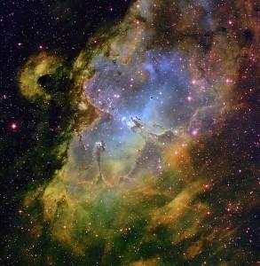 En esta imagen, de la Nebulosa del Águila, puedes observar los Pilares de la Creación en el centro. A la izquierda se encuentra la torre. El cúmulo abierto por el que se conoce a Messier 16 se encuentra en línea recta encima de los Pilares de la Creación (siguiendo su dirección). Crédito: T.A.Rector (NRAO/AUI/NSF and NOAO/AURA/NSF) and B.A.Wolpa (NOAO/AURA/NSF)