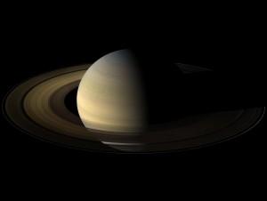Saturno (en color natural) fotografíado en su equinoccio, que tuvo lugar en 2.009. Crédito: NASA/JPL/Space Science Institute Image
