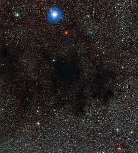 Esta imagen muestra parte de la Nebulosa Saco de Carbón. Es una nebulosa oscura. Crédito: ESO