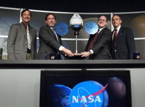 De izquierda a derecha, Scott Horowitz, Doug Cooke, Caris Hatfield y Jeff Hanley, que han participado en la multitudinaria rueda de prensa en la que han desvelado el Inno-5. Crédito: NASA