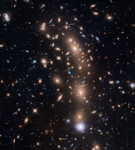 Esta es la misma imagen sin anotaciones. Crédito: NASA, ESA, and L. Infante (Pontificia Universidad Católica de Chile)