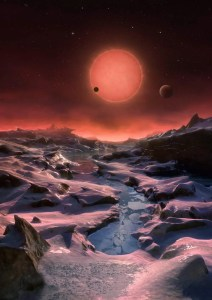 Este concepto artístico muestra un paisaje imaginario desde la superficie de uno de los tres planetas alrededor de la estrella TRAPPIST-1. En esta imagen se puede ver uno de los planetas interiores en tránsito a través del disco de la estrella. Crédito: ESO/M. Kornmesser