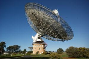 Imagen del observatorio Parkes. Crédito: Ian Sutton/wikimedia