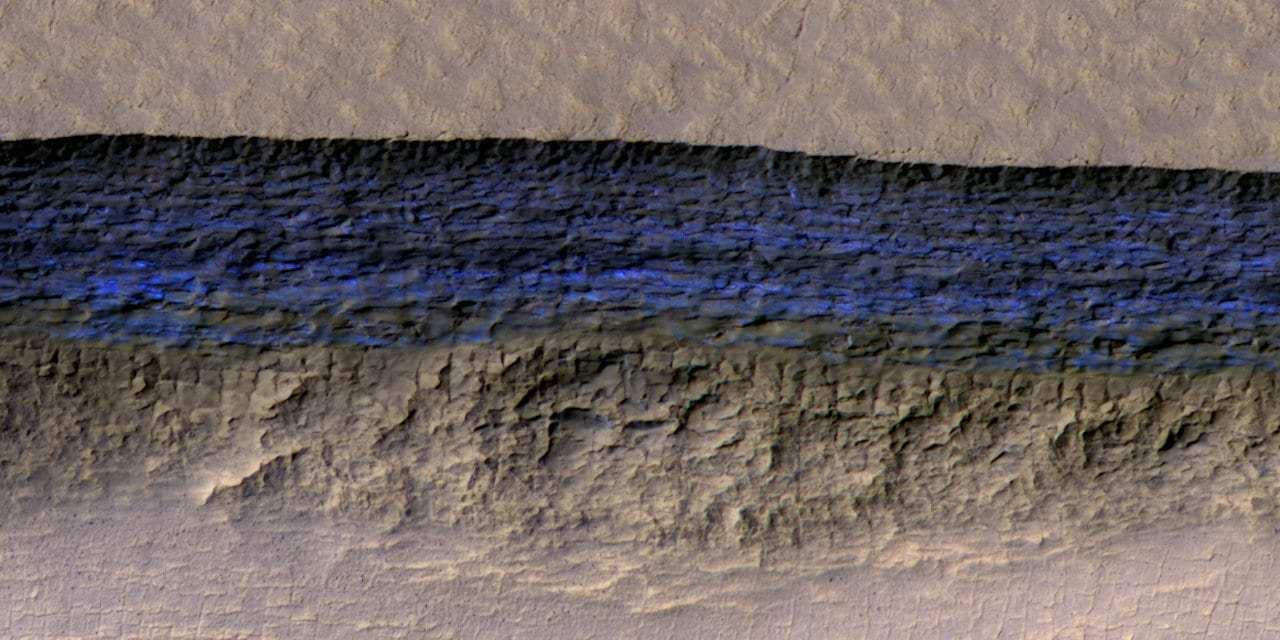 Descubren capas de hielo bajo la superficie de Marte