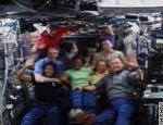 bemanning van de ISS en Discovery na de koppeling