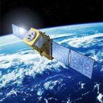 Defecte spionagesatelliet valt terug naar Aarde