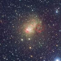 Het sterrenstelsel IC 10, waarin een record-zwart gat zit