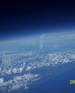 Lancering van een shuttle vanuit de ruimte gezien