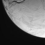 Ruwe foto's van Enceladus