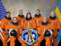 Van links naar rechts: Hernandez, Ford, Olivas, Stott, Fuglesang, Sturckow en Forrester