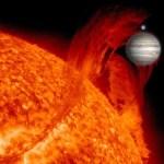 Jupiter + Aarde vergeleken met die giga-protuberans